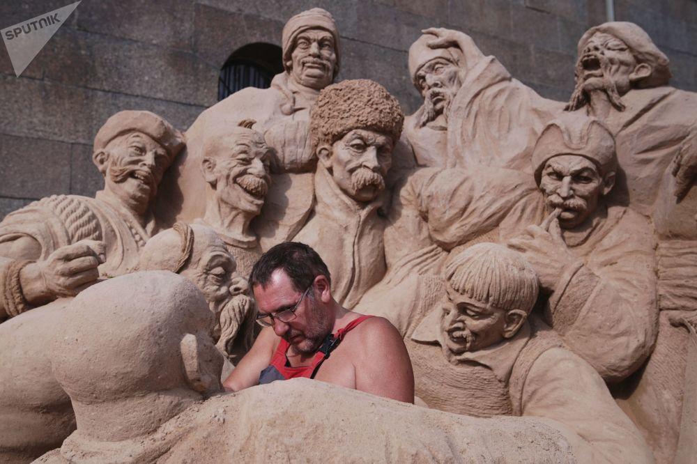 Festival des sculptures en sable «Chefs d'œuvre mondiaux» de Saint-Pétersbourg