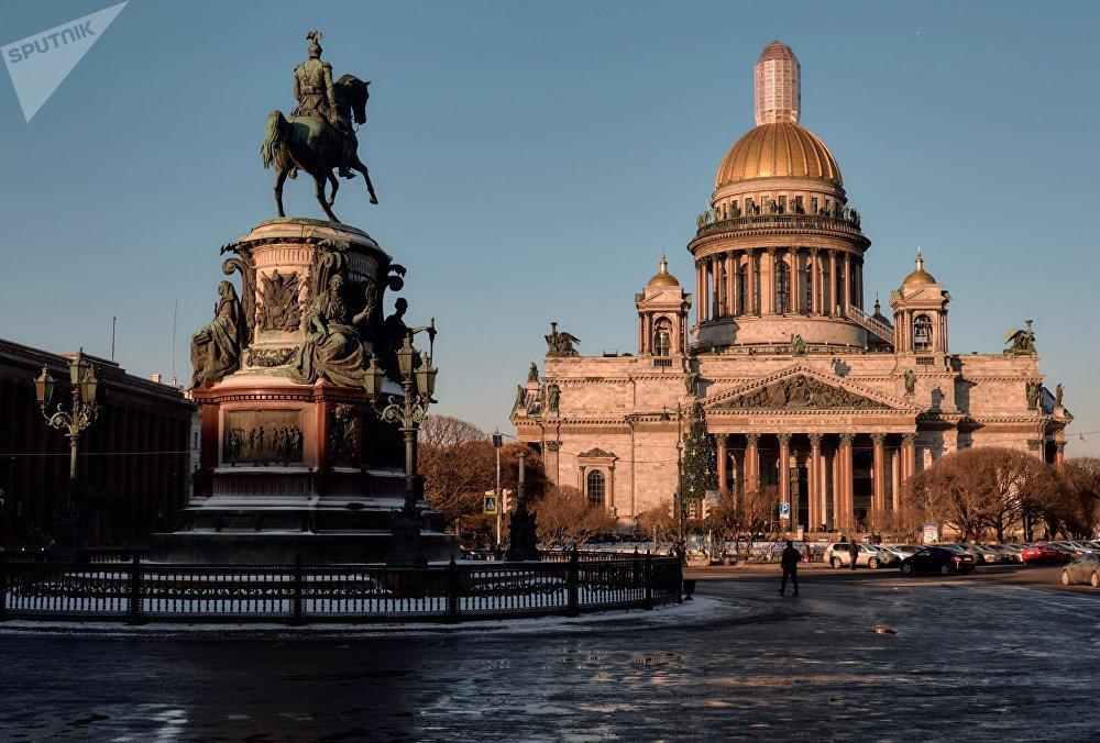 Le monument à Nicolas Ier à Saint-Pétersbourg
