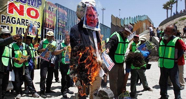 Protestations à la frontière entre les Etats-Unis et le Mexique