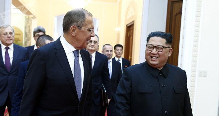 Sergueï Lavrov et Kim Jong-Un à Pyongyan