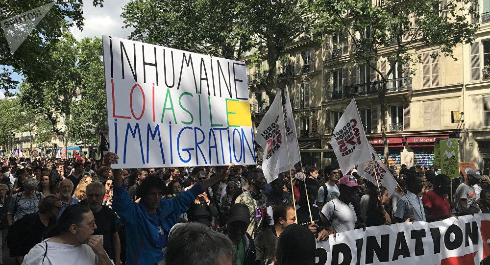 Manifestation pour le retrait du projet de loi asile-immigration à Paris, le 2 juin 2018