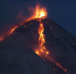 Une éruption volcanique
