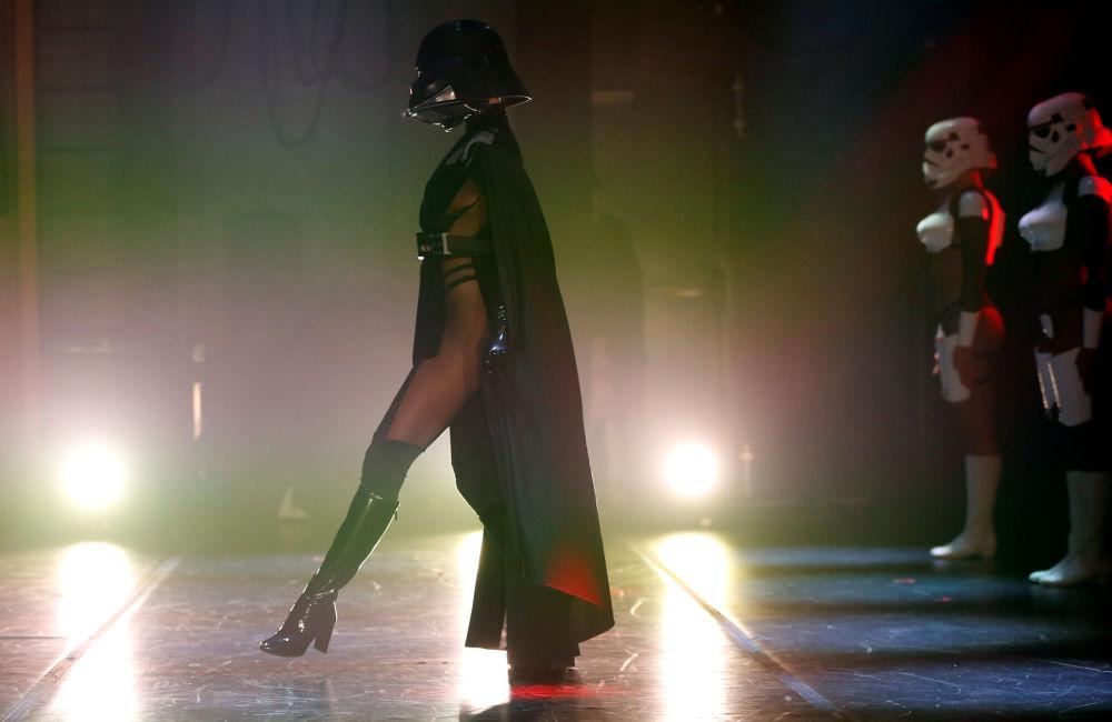 Un show burlesque inspiré de la Guerre des étoiles à Los Angeles