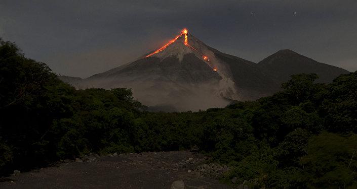 Le volcan Fuego (Guatemala)