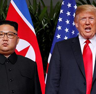 Kim Jong-un et Donald Trump lors d'un sommet historique à Singapour