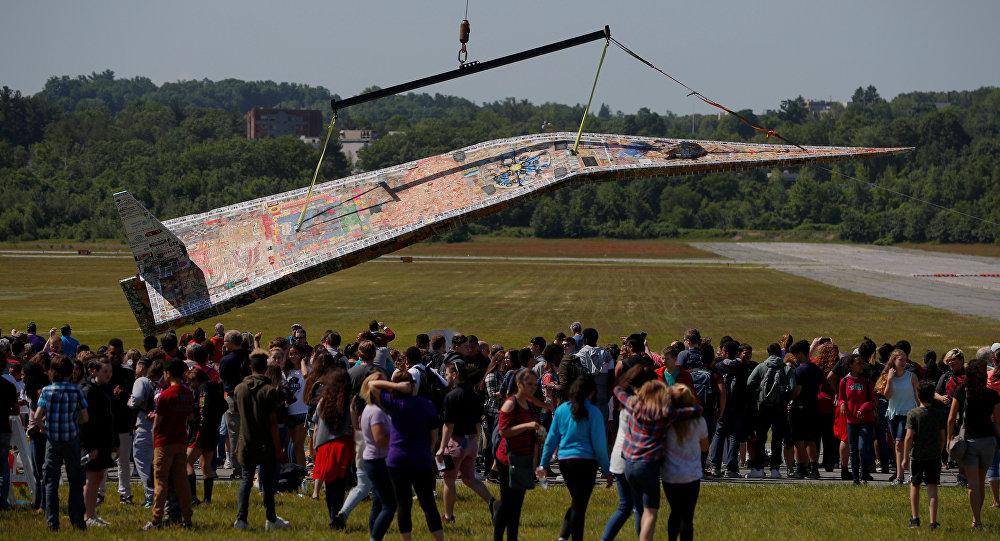 Le plus grand avion en papier