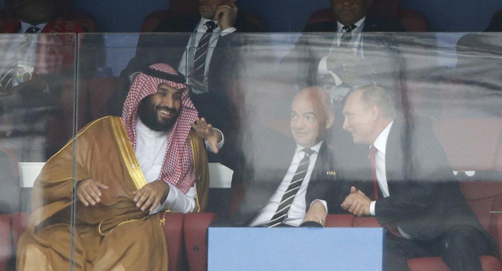 Le prince h/ritier saoudien Mohammed ben Salmane, le président de la FIFA Gianni Infantino et le Président russe Vladimir Poutine lors du match de l'ouverture de la Coupe du Monde 2018