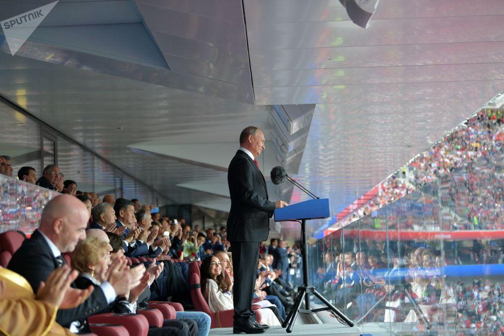 En ouvrant le tournoi, le Président russe Vladimir Poutine a souhaité à toutes les équipes de réussir et aux supporters de garder des souvenirs inoubliables de cette Coupe du Monde.