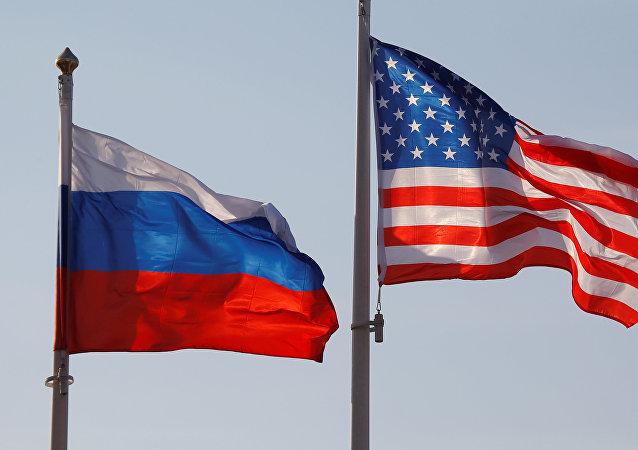 Drapeaux russe et américain (image d'illustration)