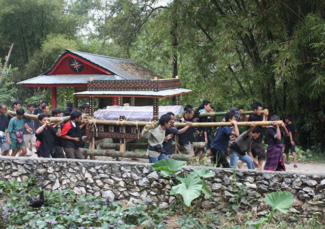 La procession funéraire à Tana Toraja (image d'illustration)