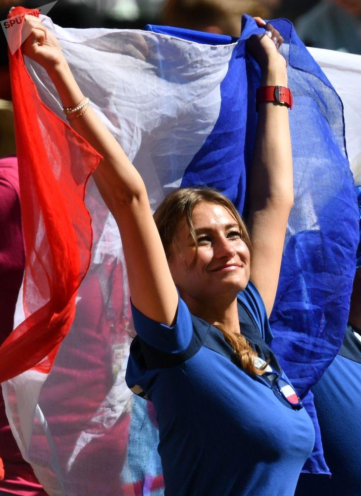 Une supportrice des Bleus avant le match France-Australie