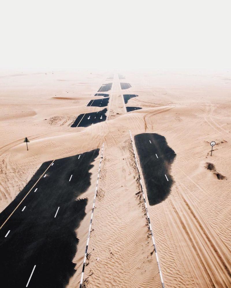 Royaume des sables: le désert engloutit les autoroutes des Emirats arabes unis