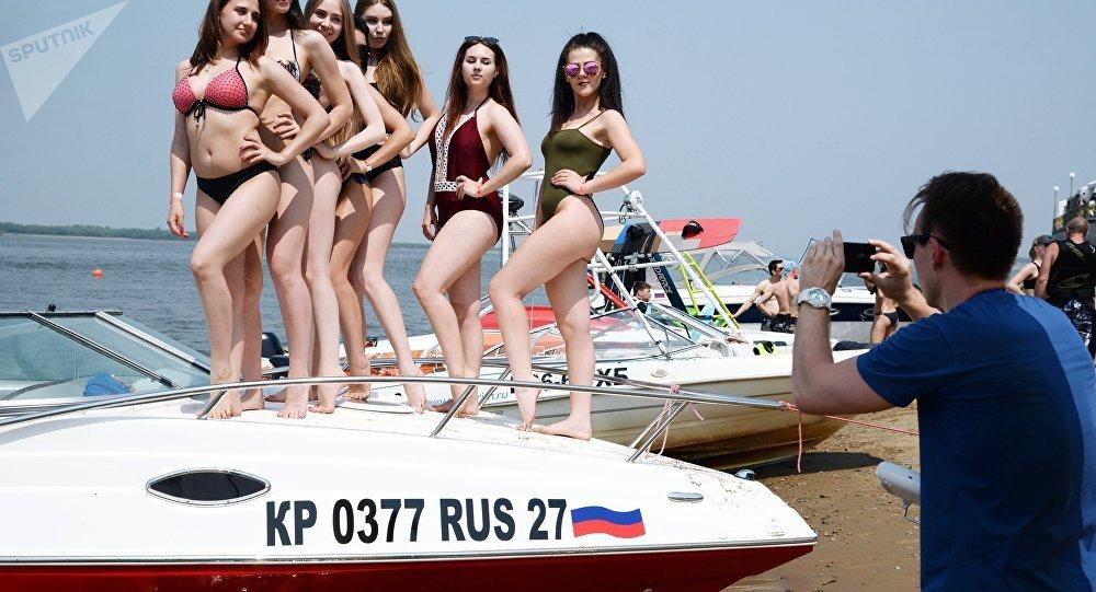 Les filles sur la plage
