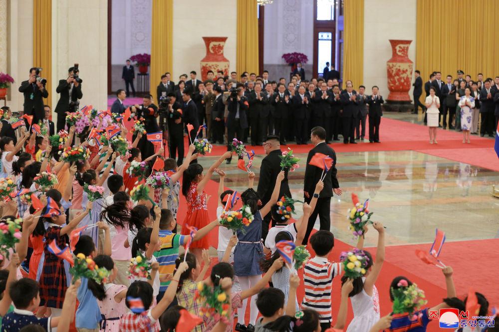 Excursions, dîners et ovations: la visite de Kim Jong-un en Chine