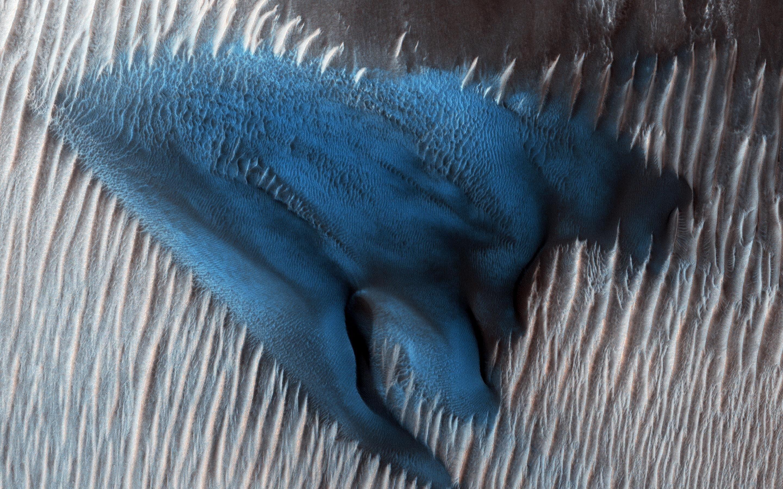 Une dune bleue sur Mars