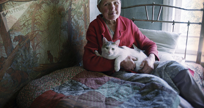 Une vieille dame au chat