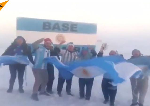 Les supporteurs argentins «font fondre» les glaces de l'Antarctide