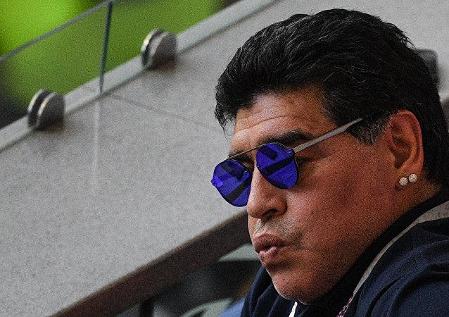 Diego Maradona pendant le match entre la France et l'Argentine