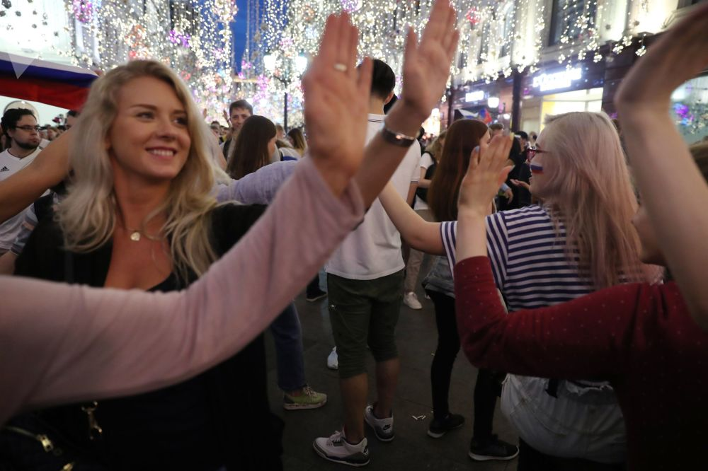 Coupe du Monde 2018: la jubilation des supporters russes après la victoire sur l'Espagne