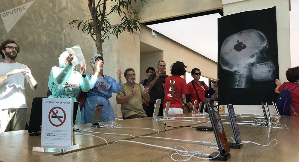 Opération à cœur ouvert pour l'hôpital dans un Apple store parisien