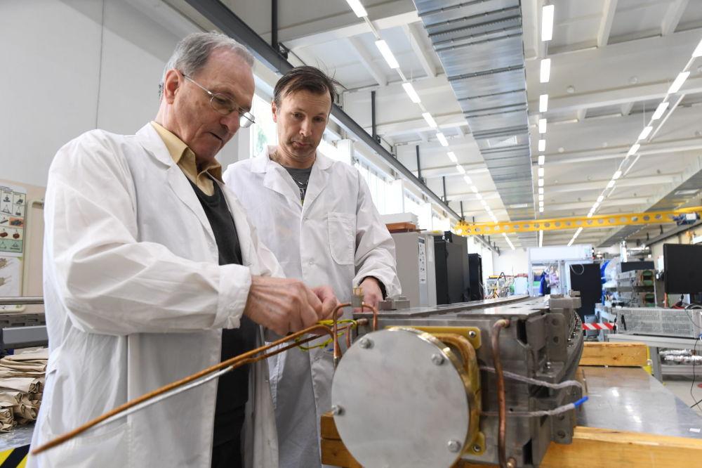 Collisionneur russe: comment les chercheurs préparent le Big Bang à Doubna