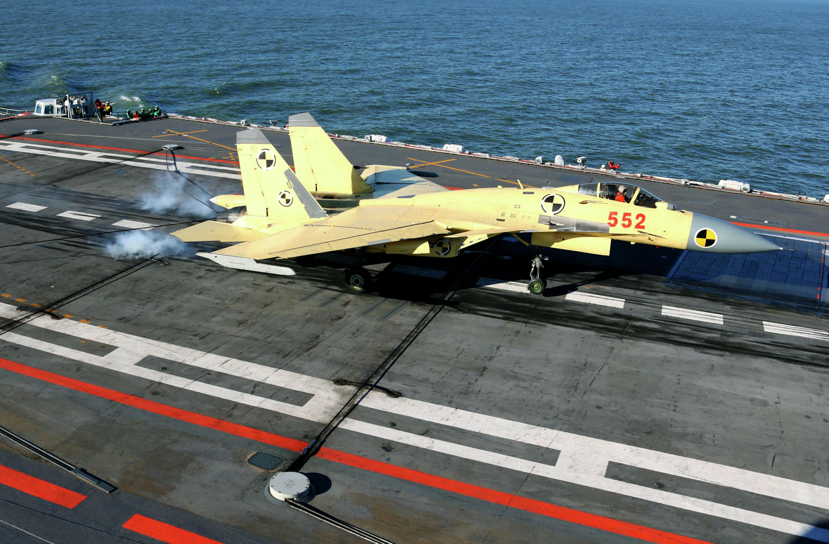 Le J-15 chinois créé sur la base du Su-33 russe