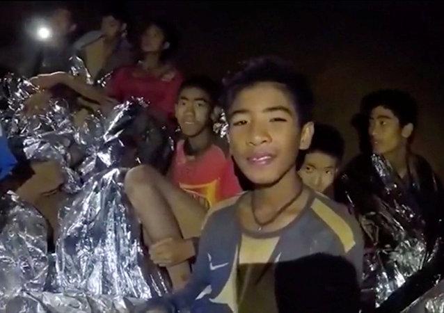 Les enfants coincés dans une grotte en Thaïlande
