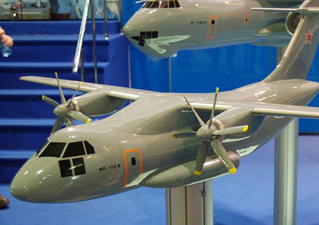Maquette de l'avion Il-112V