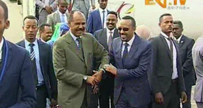Le Président érythréen, Isaias Afeworki, et le Premier ministre éthiopien, Abiy Ahmed Ali le 8 juillet à Asmara