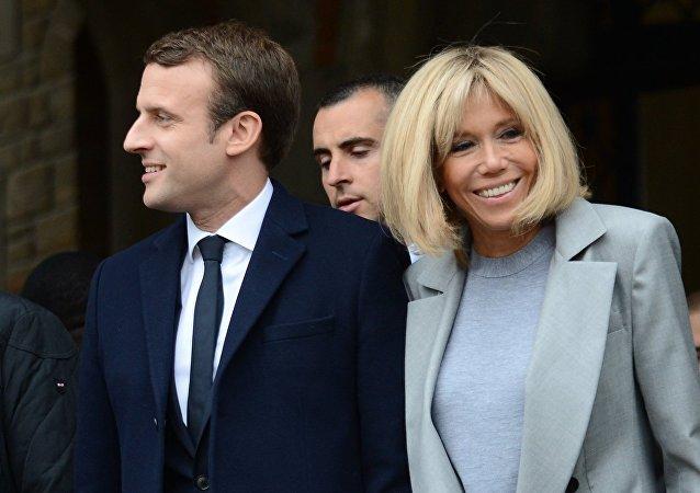 Emmanuel Macron et avec son épouse Brigitte. Photo d'archive