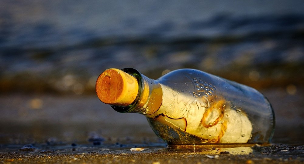 Une bouteille avec un message
