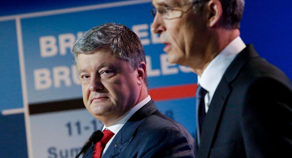 Président ukrainien Piotr Porochenko et secrétaire général de l'Otan Jens Stoltenberg
