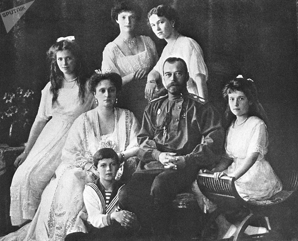 Russie: 100.000 personnes commémorent le centenaire de l'assassinat du dernier tsar