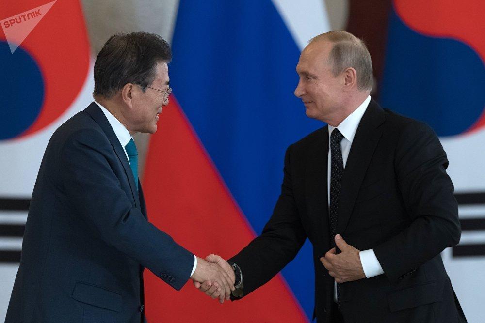 Le président sud-coréen Moon Jae-in s'est rendu à Moscou pour une visite officielle.