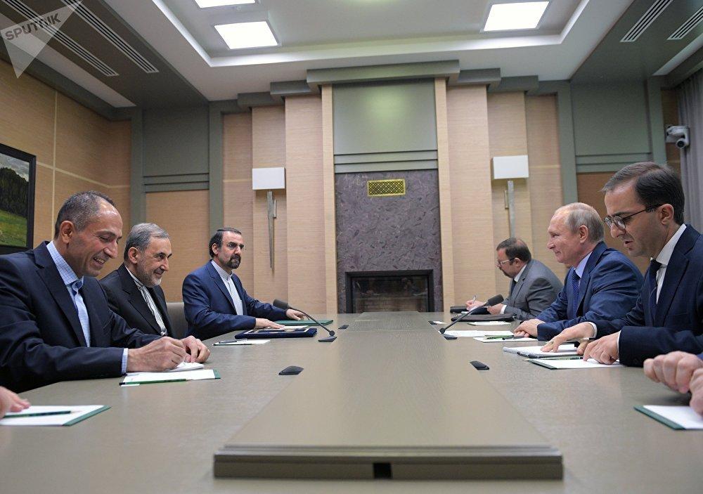 Vladimir Poutine a rencontré le conseiller du dirigeant iranien Ali Akbar Velayati.