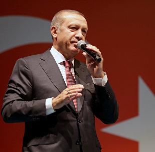 Recep Tayyip Erdogan intervient devant ses partisans à Istanbul (archive photo)