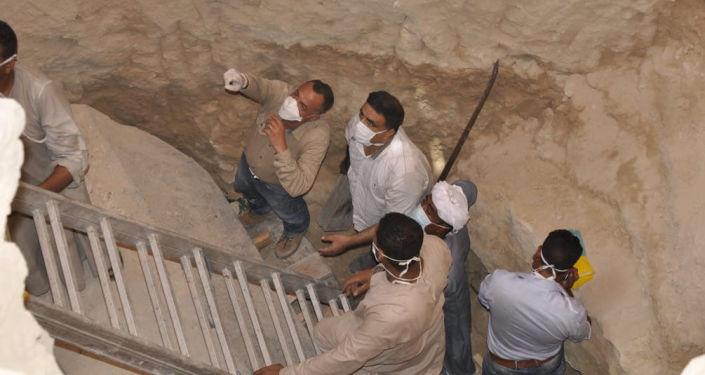 Le sarcophage de 30 tonnes en granit noir a été découvert début juillet 2018 lors de travaux de construction sous un immeuble d'Alexandrie, en Égypte.