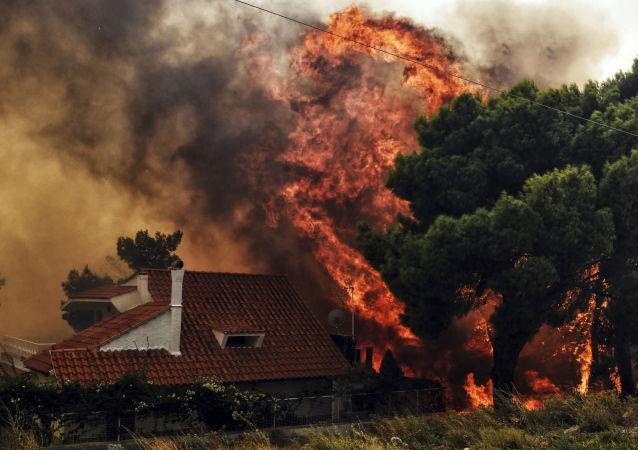 Effroyables feux de forêt en Grèce: des dizaines de victimes