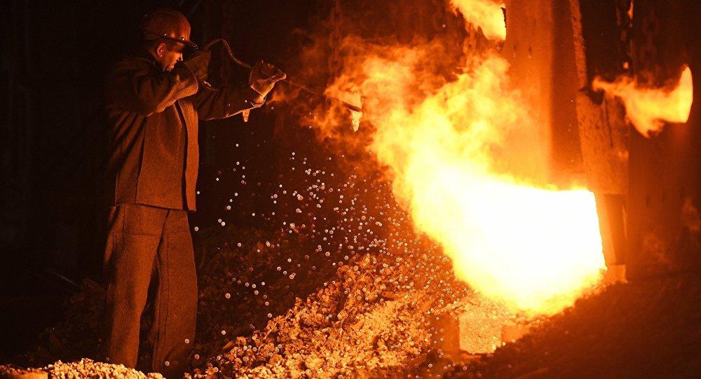 Un fondeur d'acier
