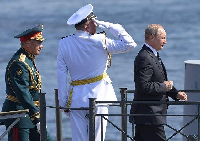 Poutine lors du défilé maritime à Saint-Pétersbourg