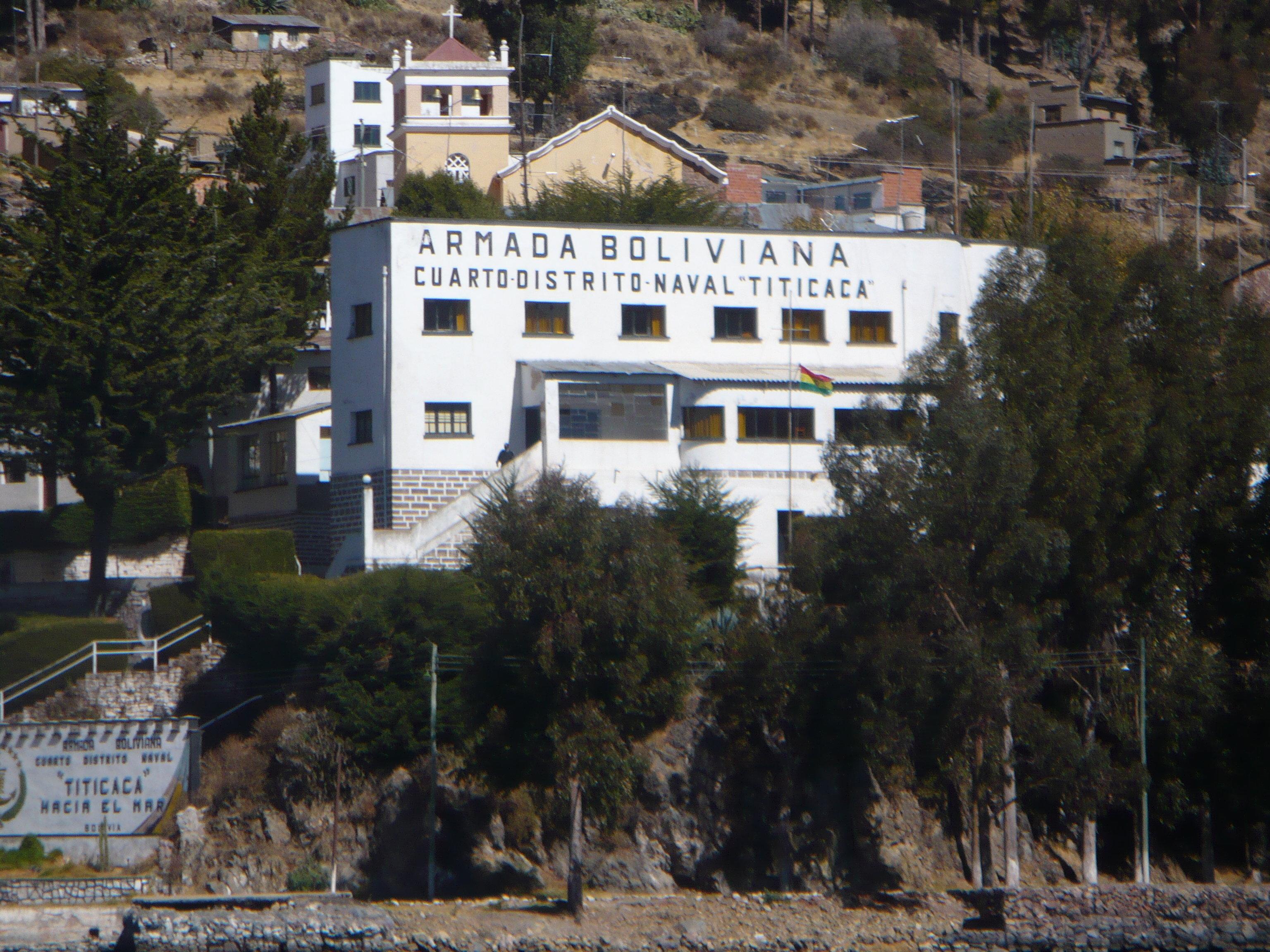 Caserne des forces navales boliviennes sur le lac Titicaca