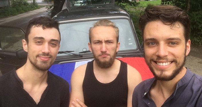 Arthur et Alexandre avec leur connaissance russe
