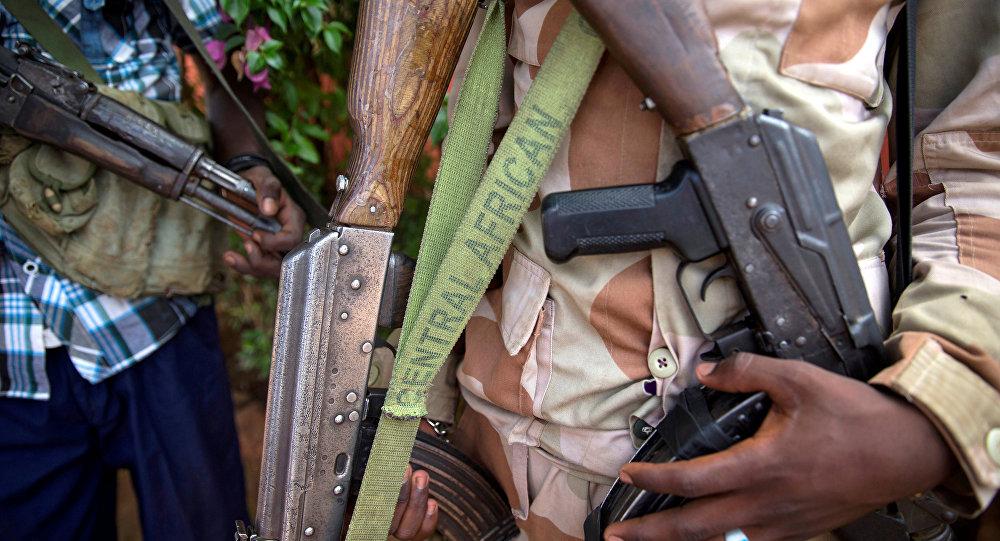 Un homme armé à Koui, en Centrafrique