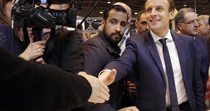 Emmanuel Macron, presidente de Francia, y Alexandre Benalla, jefe de la seguridad (archivo)