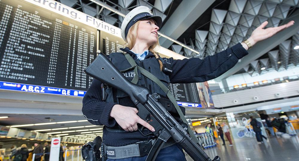 Un individu échappe aux contrôles de sécurité, l'aéroport de Francfort évacué — Allemagne