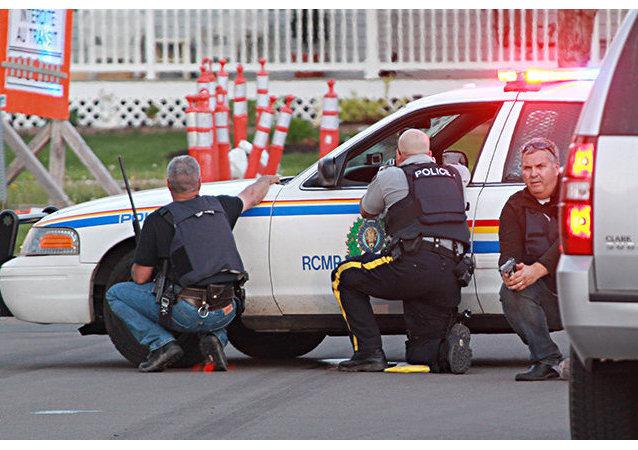 Un homme tue trois policiers et blesse deux autres dans l'Est du Canada