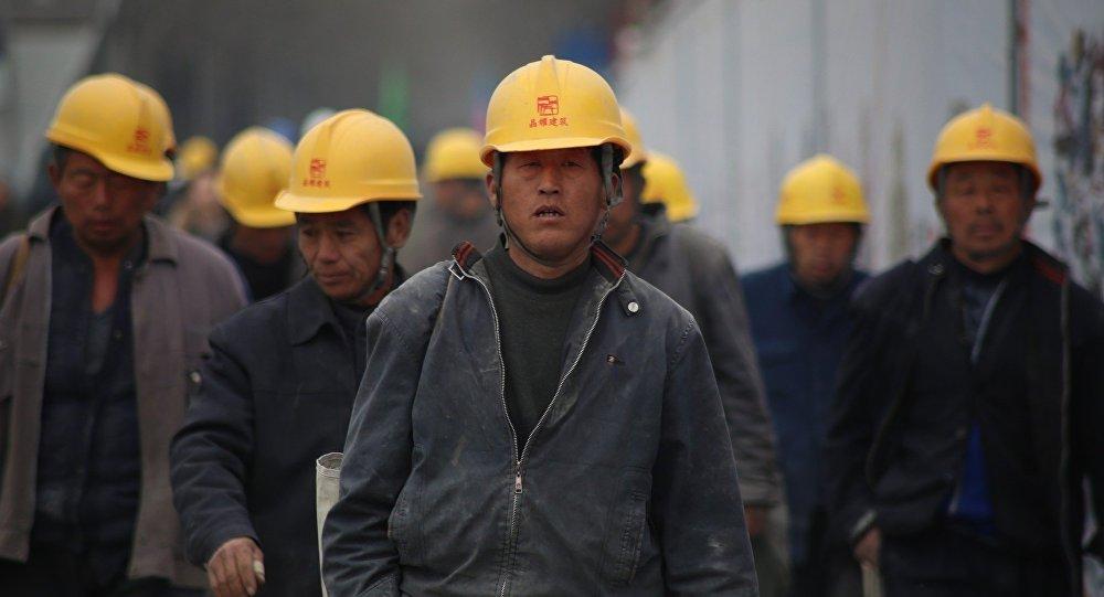Des ouvriers chinois (images d'illustration)