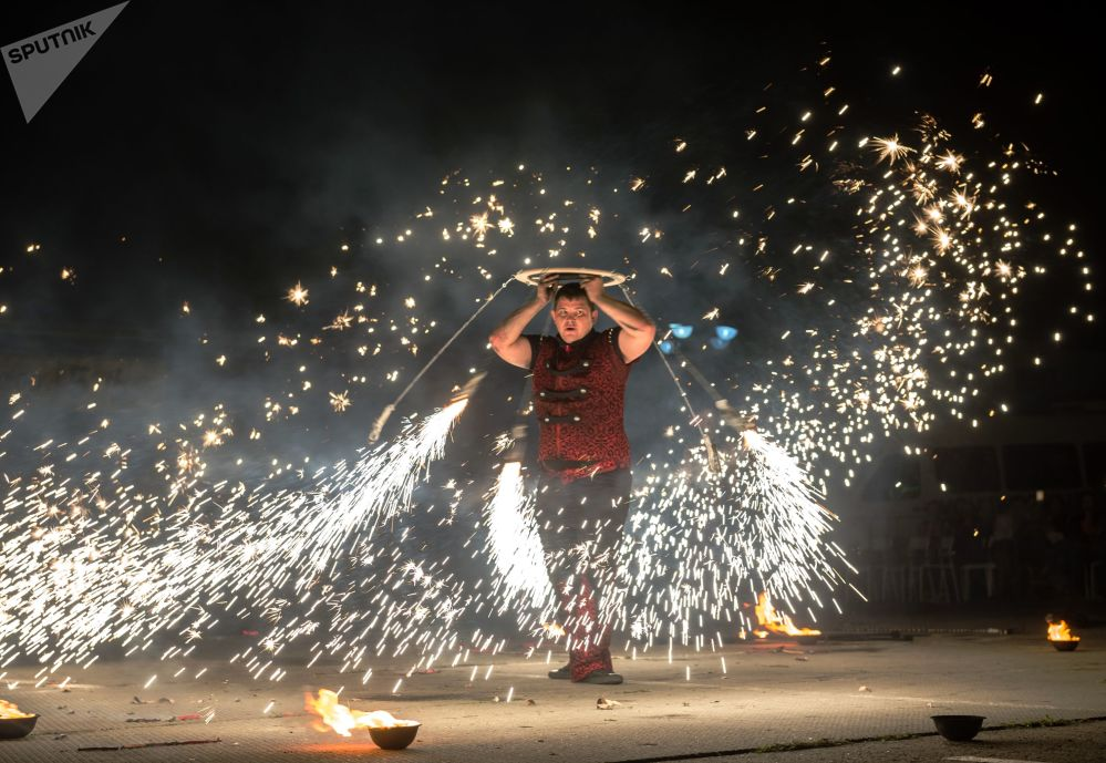 Danses avec du feu «apprivoisé»: le festival Crimée Fire Fest à Koktebel