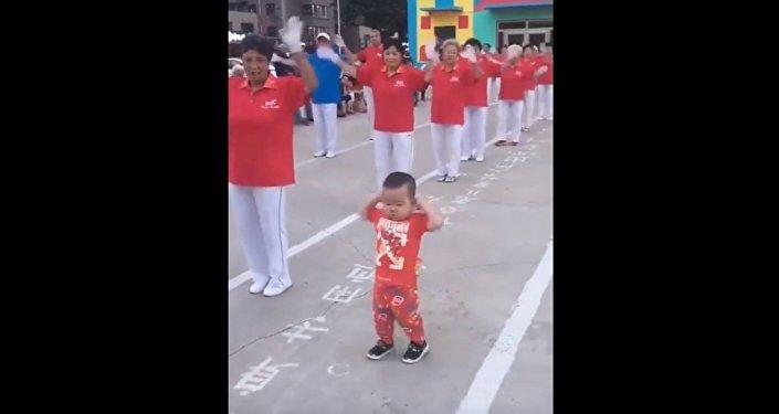 «Danse comme si personne ne te regardait»: cet enfant est adorable!