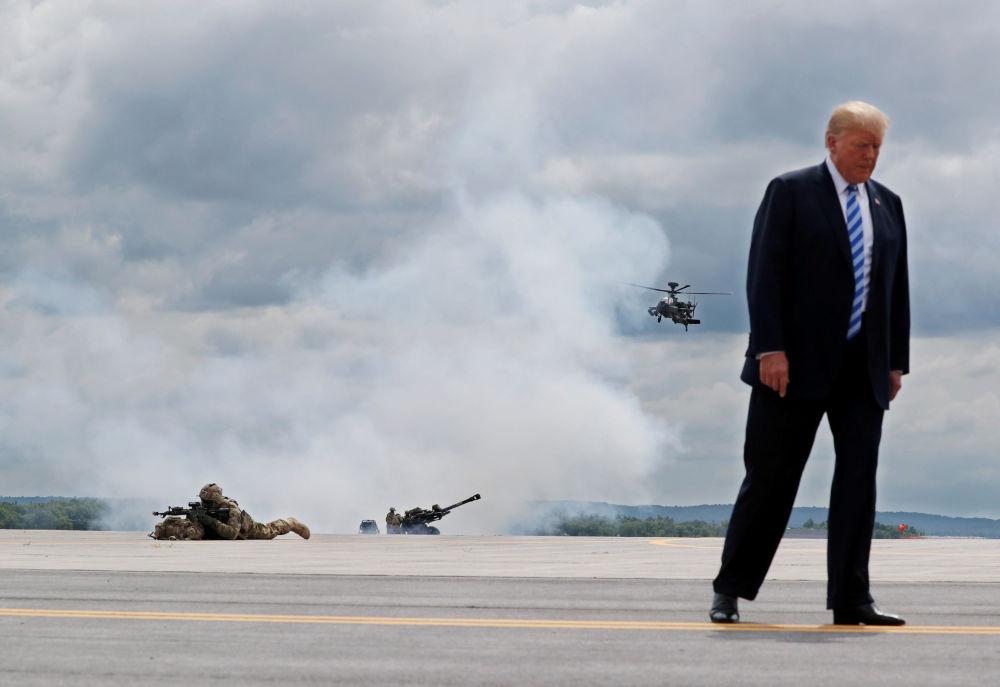 Le Président des États-Unis Donald Trump visite la base militaire de Fort-Drum